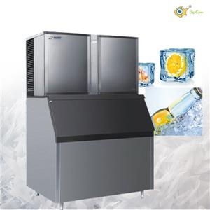 Portable outdoor ice maker