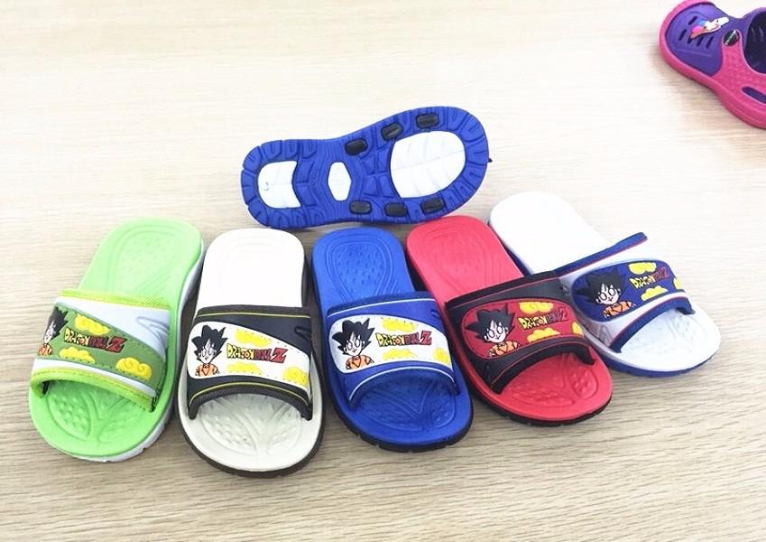 Cartoon kids slippers