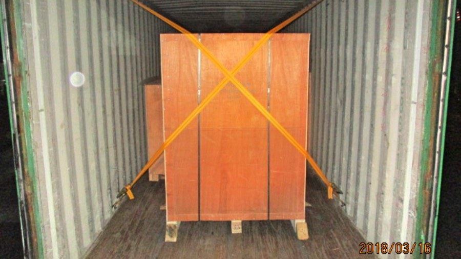Wooden box packaging and loading 3.jpg