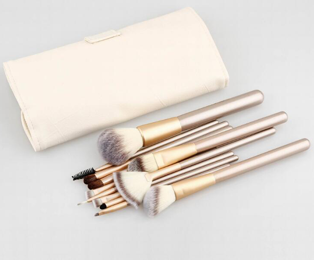 cosmetic brushes wholesale