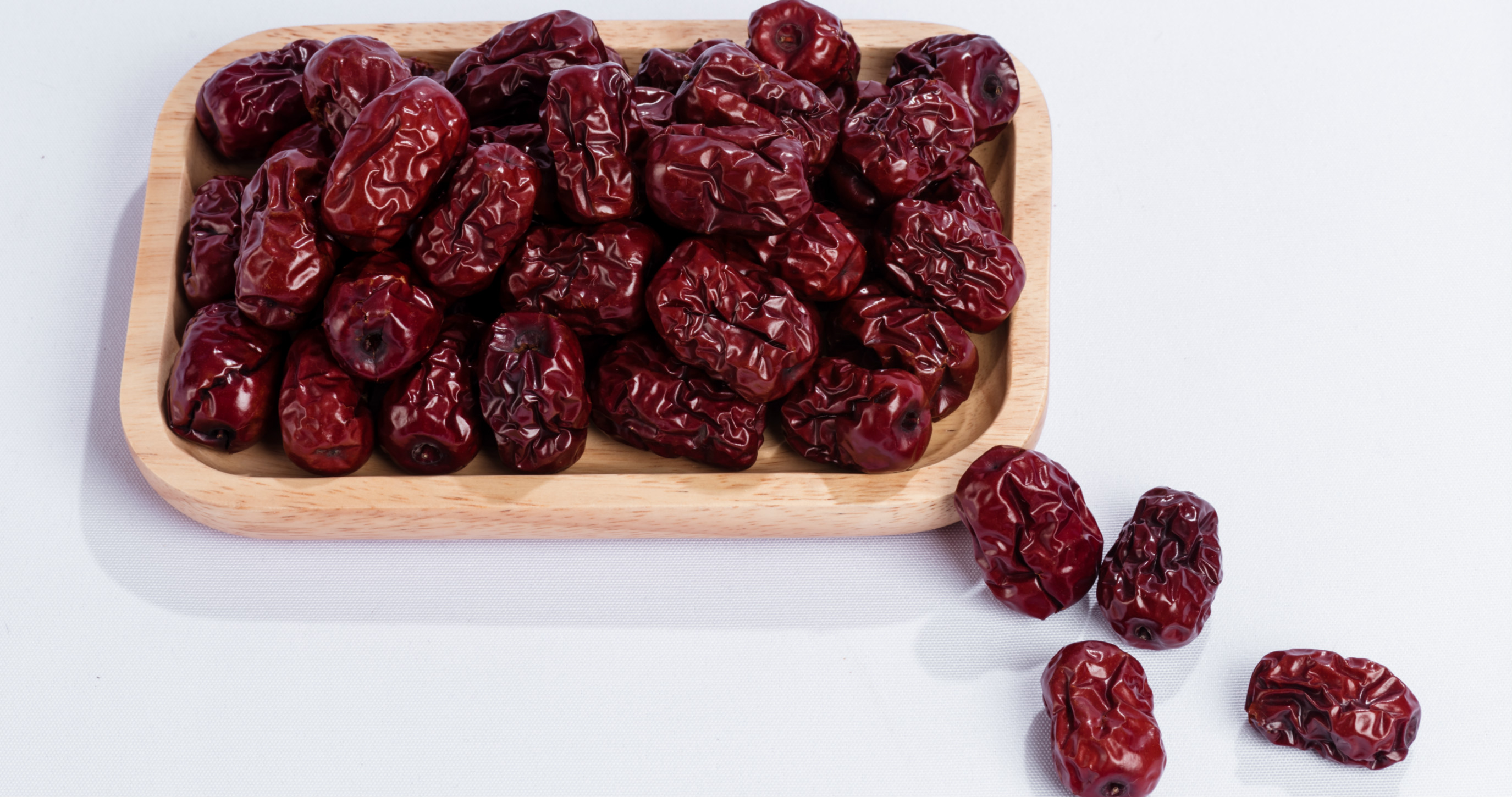 What are the side effects of red dates for women?