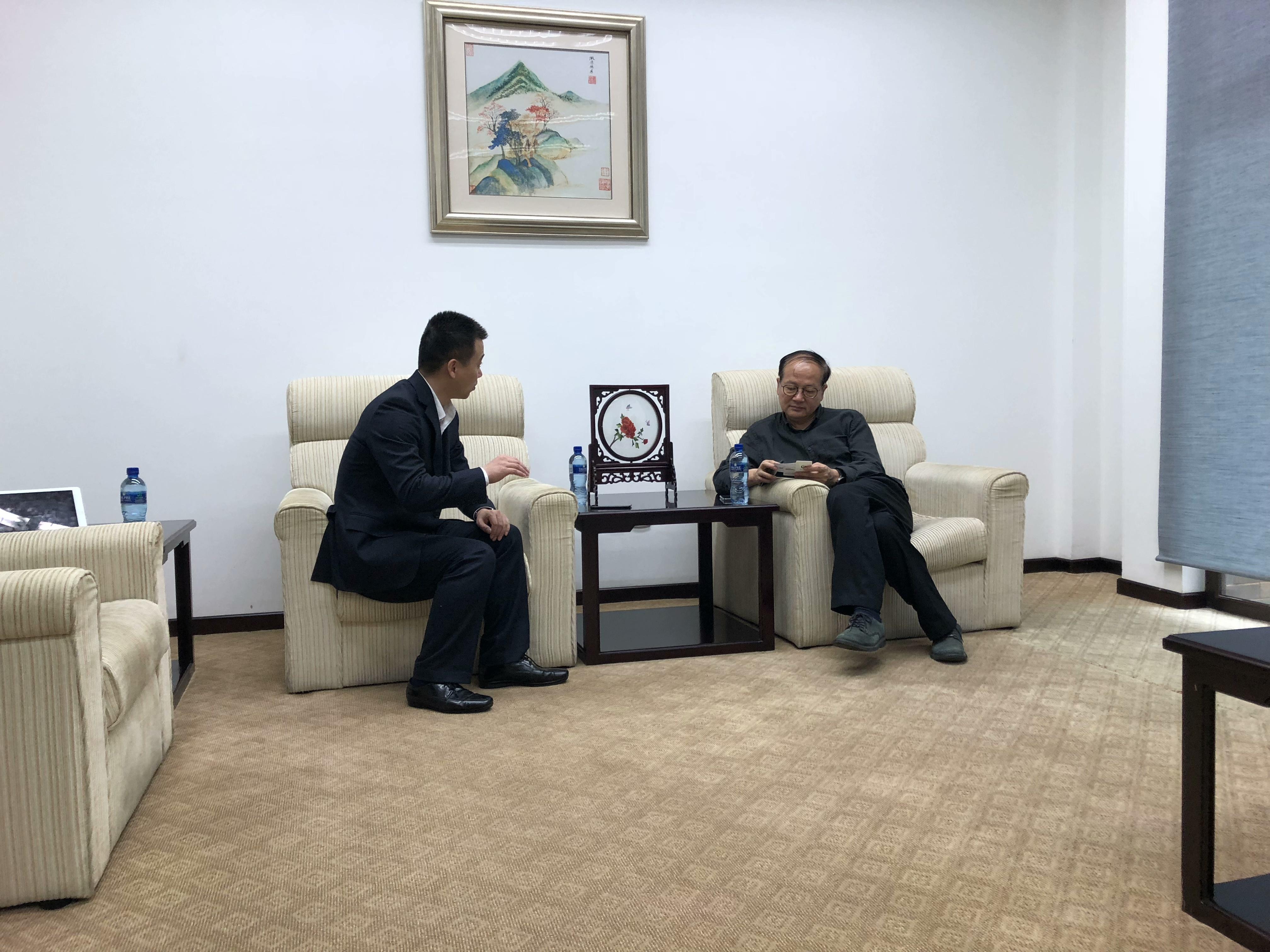 乔总与中国驻南非大使馆文化参赞.jpg