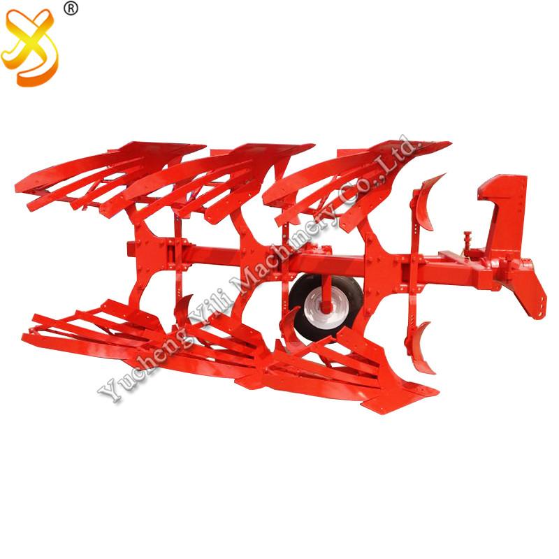 Plug hidraulic reversibil folosit în agricultura chineză