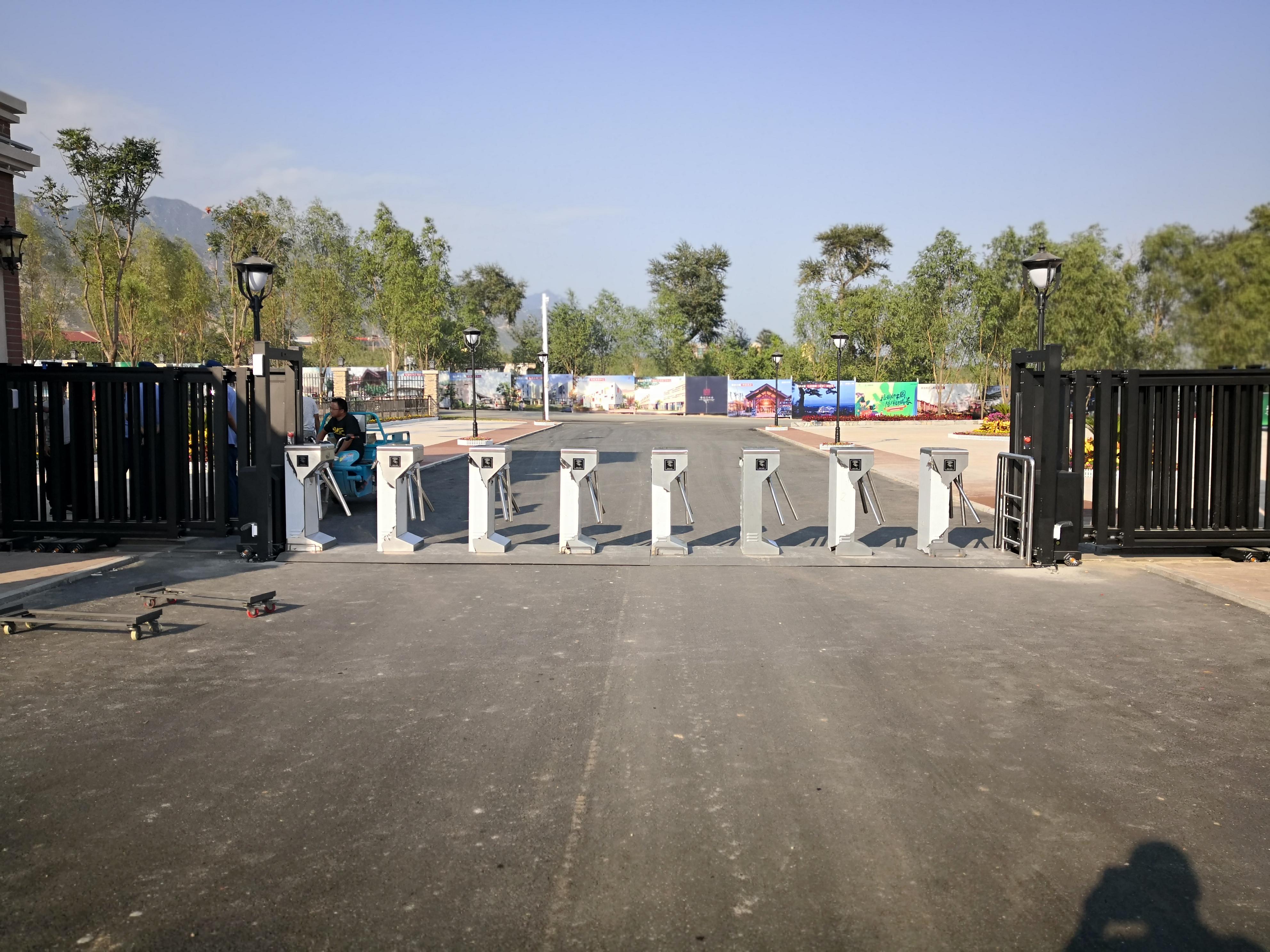 Cancello tornello a treppiede RFID specializzato per la soluzione di presenza in fabbrica