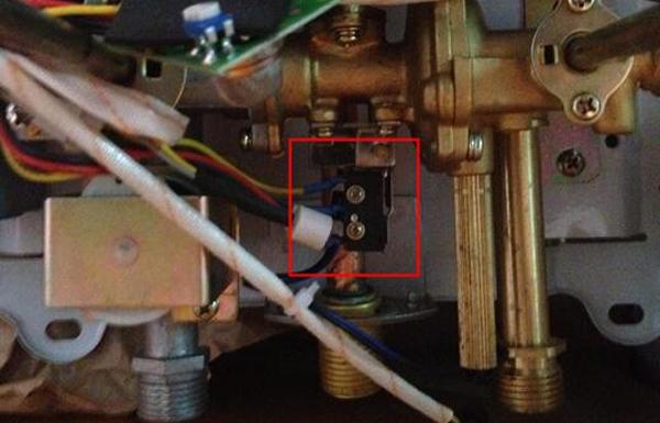 ガス給湯器のマイクロスイッチ