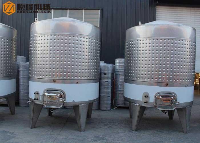Weinfermentationstanks