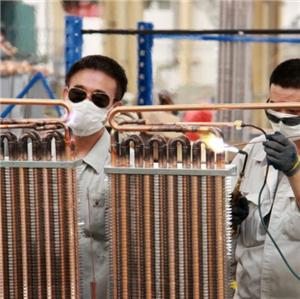 Los hermanos Bingshan se juntan calurosamente, ayudando a la producción a garantizar la entrega