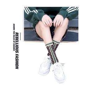 Moda verão prata listrado alfabeto malha mulheres meias
