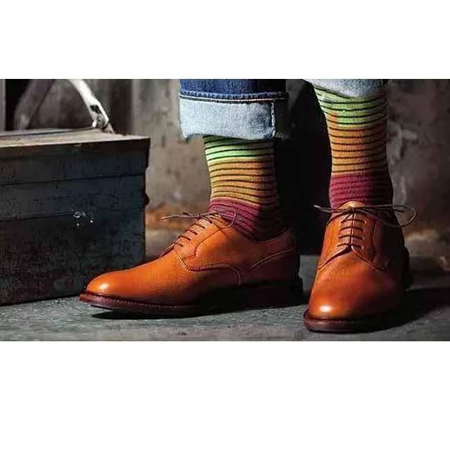 靴と靴下を合わせる方法は?すべての人がそれを見る必要があります