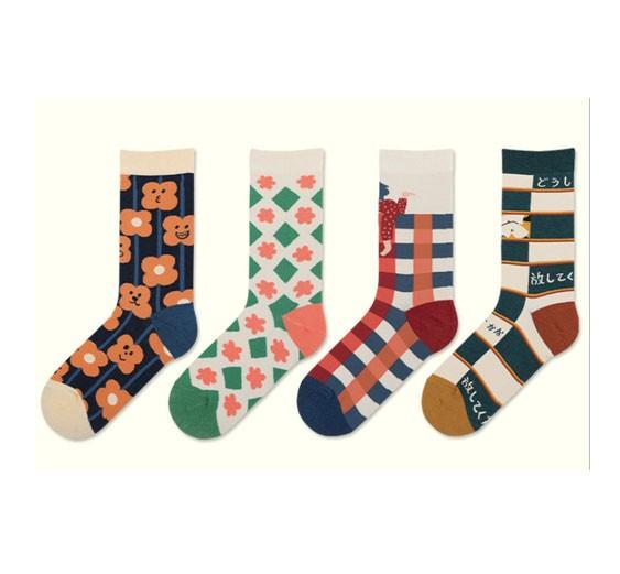 Venta al por mayor de algodón de moda venta caliente ins personalidad de dibujos animados ilustración casual mujeres calcetines