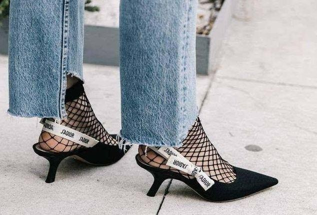 These 5 ways to pair socks with sandals are not tacky and don't Get started