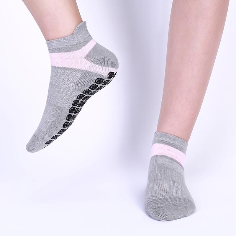 Großhandel Custom OEM Customized Süße solide atmungsaktive rutschfeste Yoga Terry Socken für Frauen