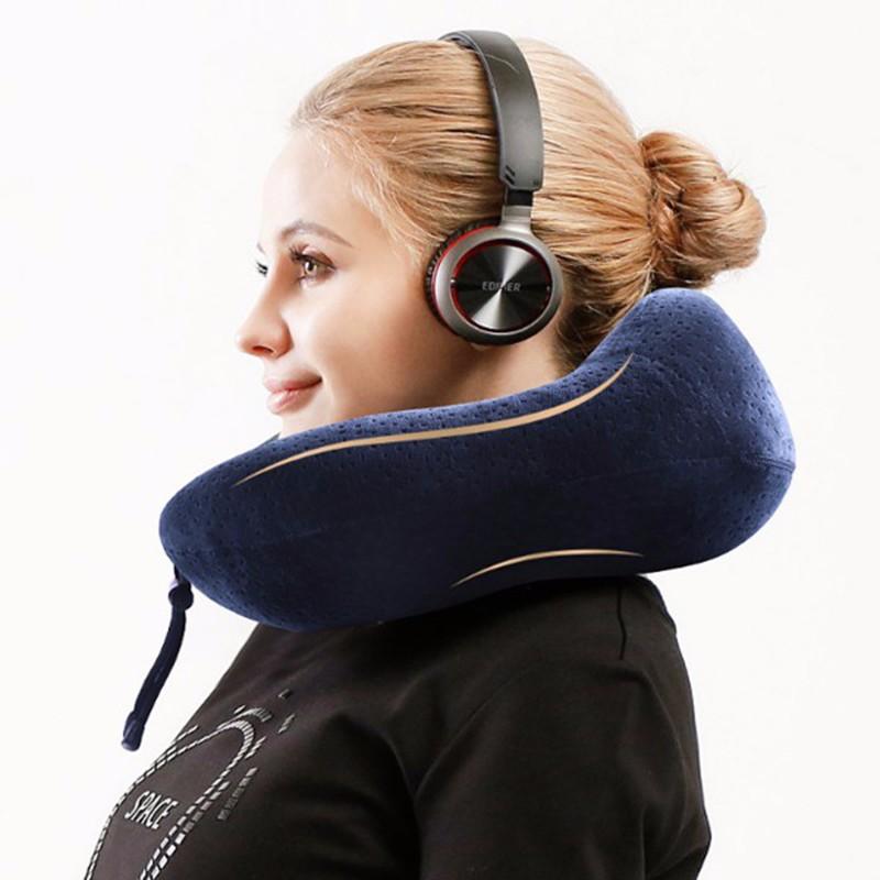 Uは旅行のために低反発ネック枕を形