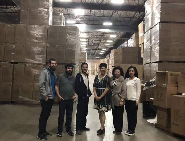 I clienti stranieri visitano la nostra fabbrica