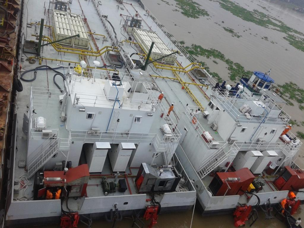 CNG Fuel Barge conversion & building project