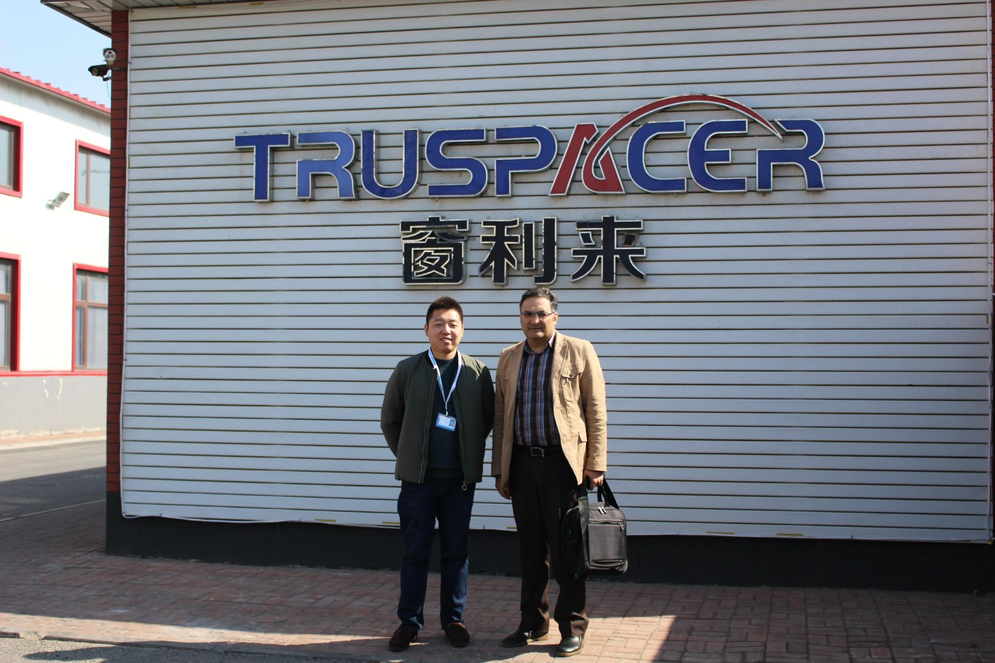 Добро пожаловать наших старых клиентов из Ирана, чтобы посетить наш завод