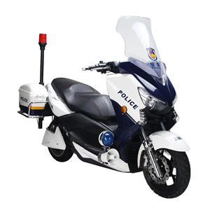 Utilisation de police de moto électrique de patrouille de police géante