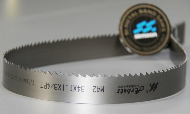 Bimetallic Saw Blade Cutting