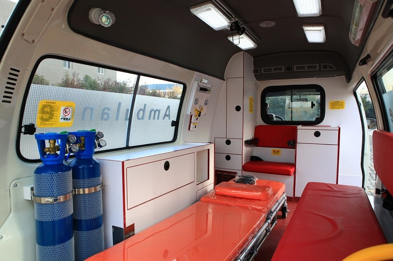4x2 ambulance