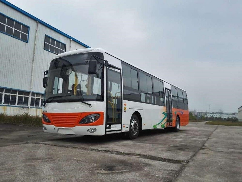 Châssis d'autobus moteur Hino avec conduite à droite au demi-plancher