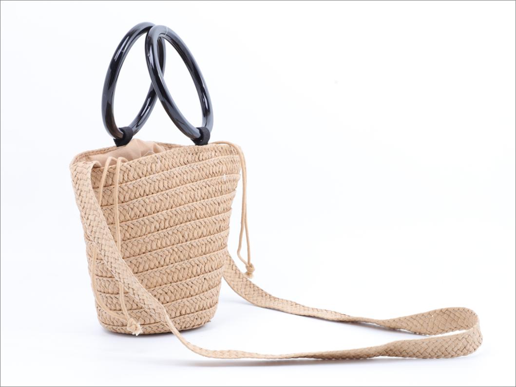 Plastic handle straw bag