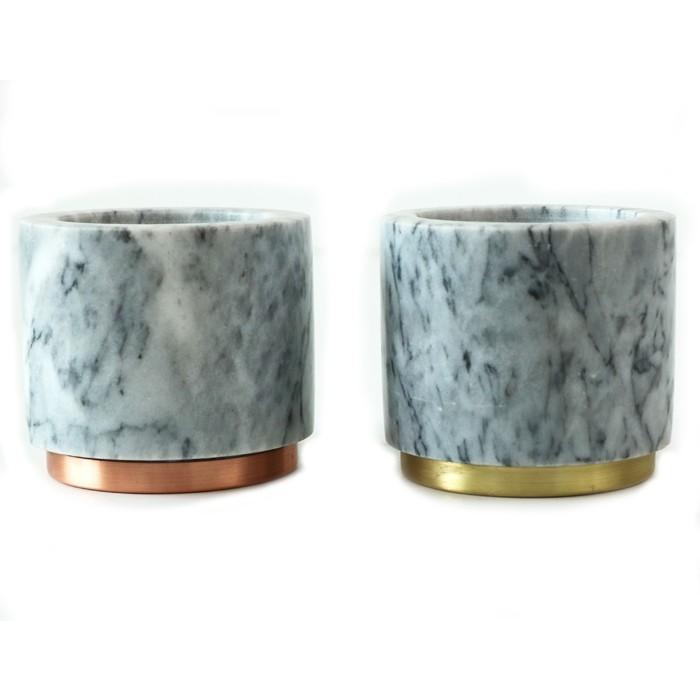 Kerzengläser mit Metallbasis