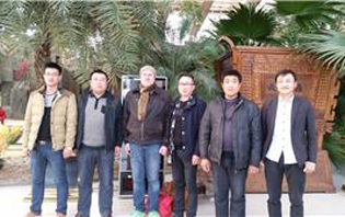 Foreign customers visit and cooperate