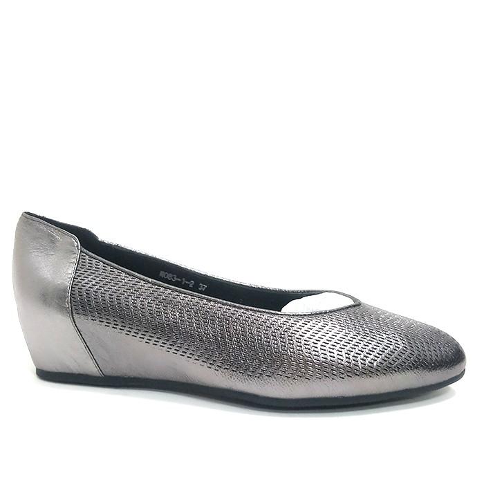 Γυναικεία παπούτσια με τακούνια για το γυναικείο στήθος