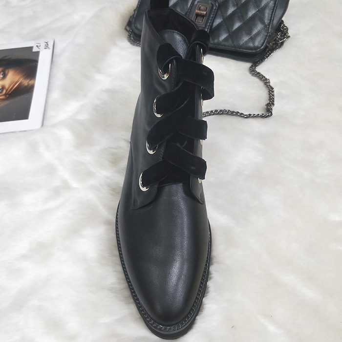 lace-up bootes