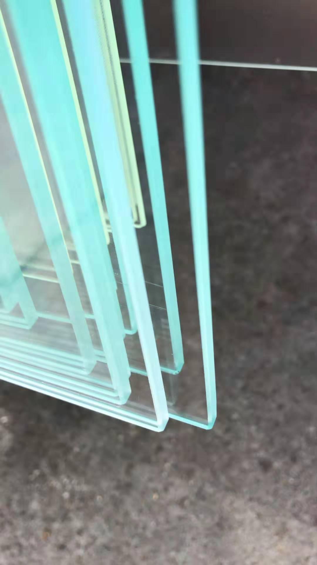 الزجاج المصقول الشمسي