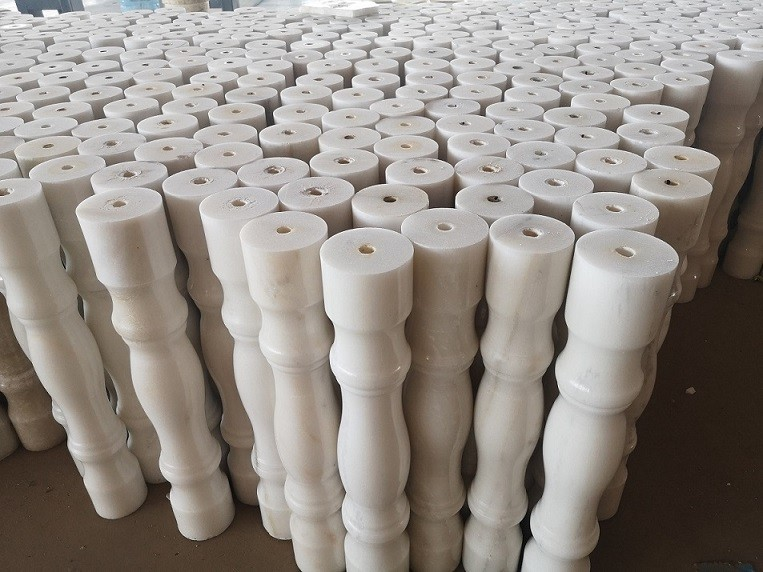 Cloud white marble column