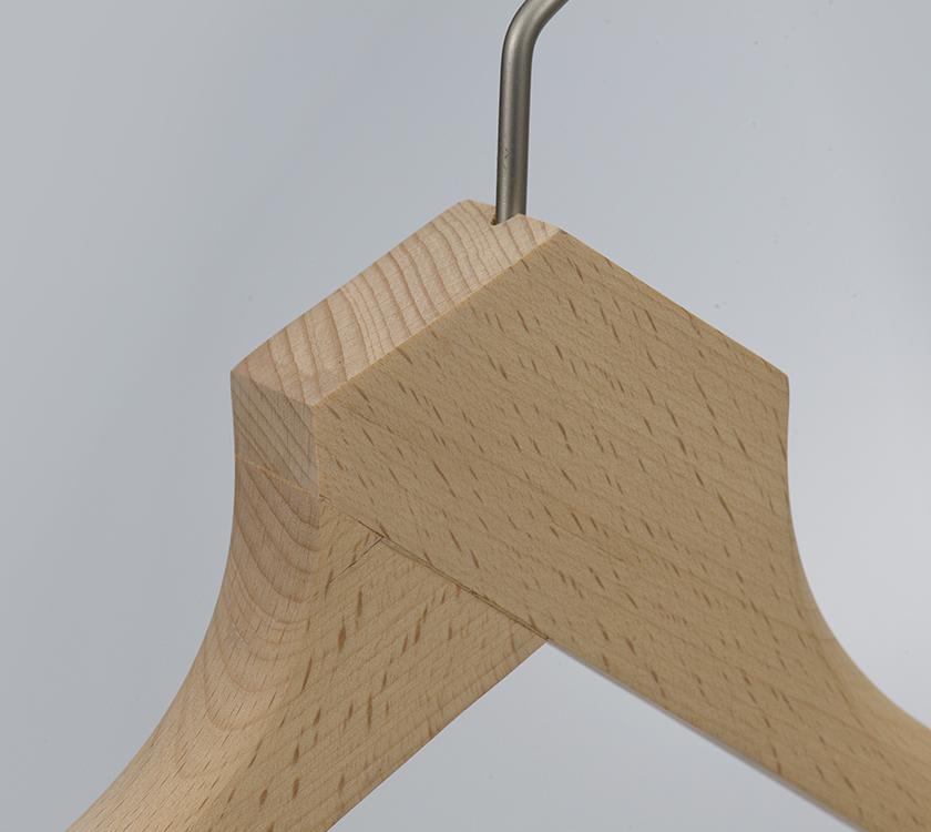 broad shoulder hanger