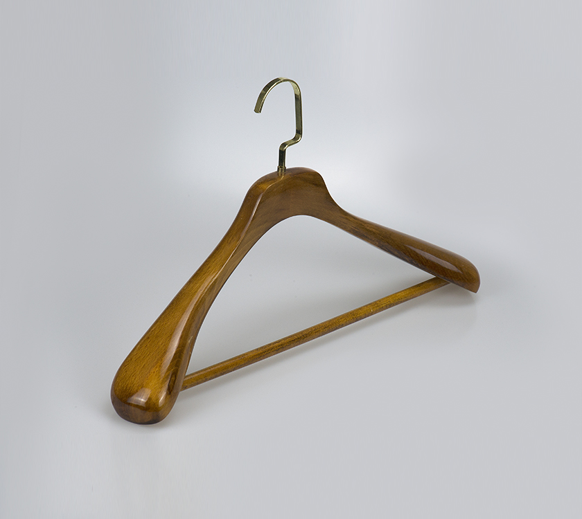 wide shoulder suit hanger