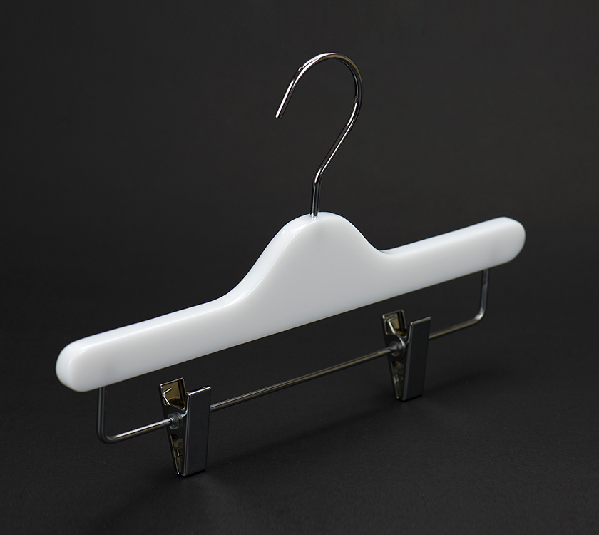 plastic hanger with clip