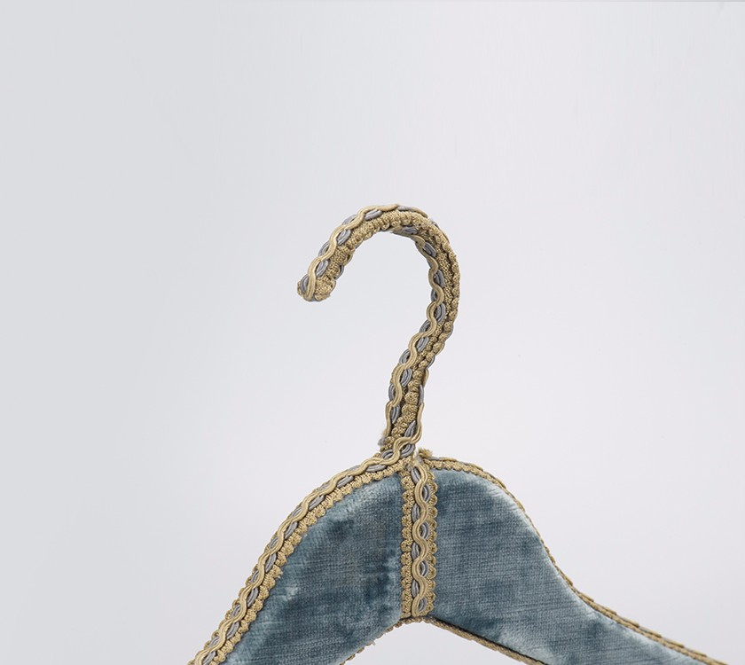 Wedding Velvet Dress Hanger Stand With Gold Metal Hook Manufacturers, Wedding Velvet Dress Hanger Stand With Gold Metal Hook Factory, Supply Wedding Velvet Dress Hanger Stand With Gold Metal Hook
