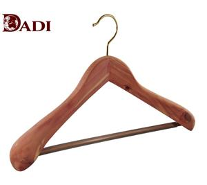 Luxury Cedar Wood Mens Suit Hangers For Garment