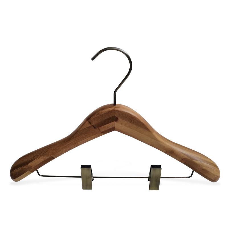 la ropa de bambú percha