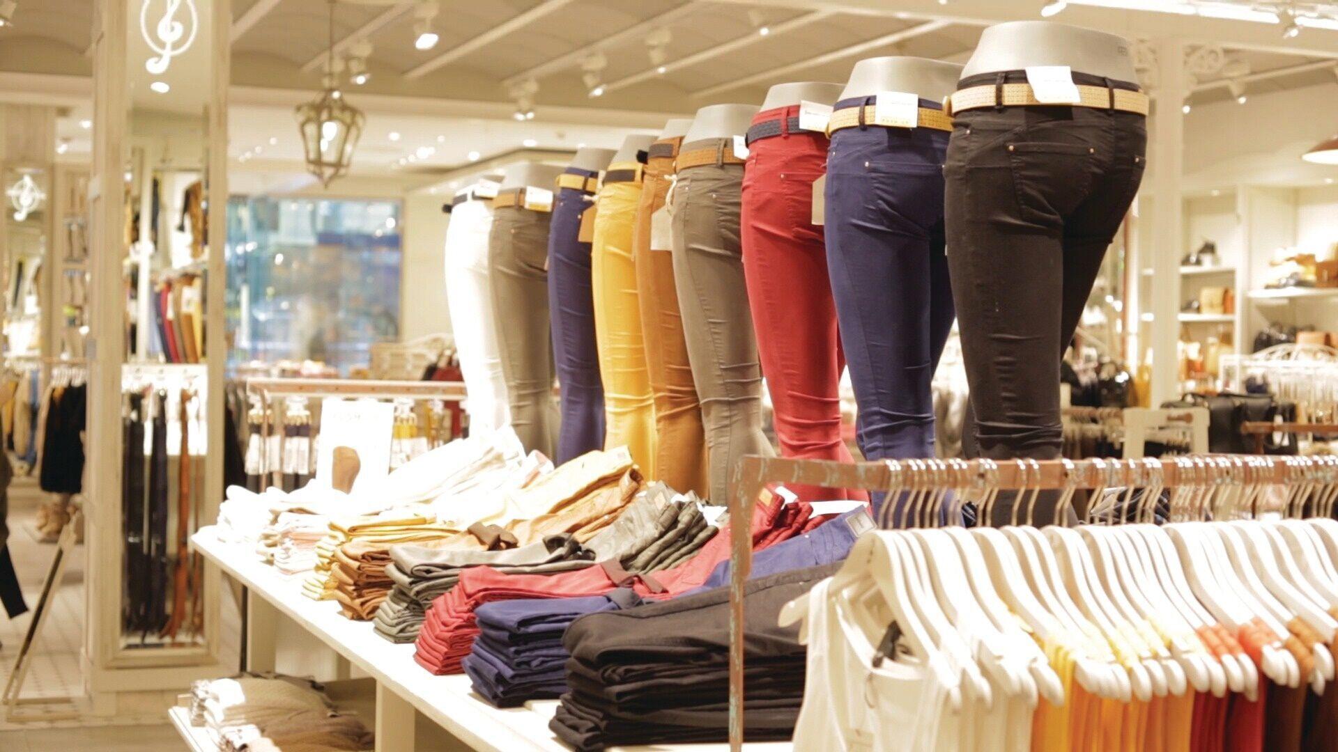 cabides de roupas de marca personalizados