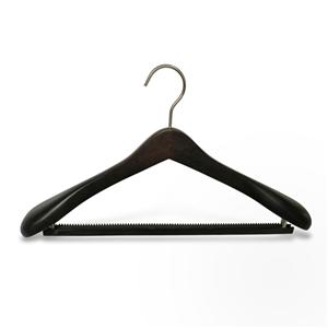 Suspensión de traje de madera de lujo de hombro ancho con barra antideslizante