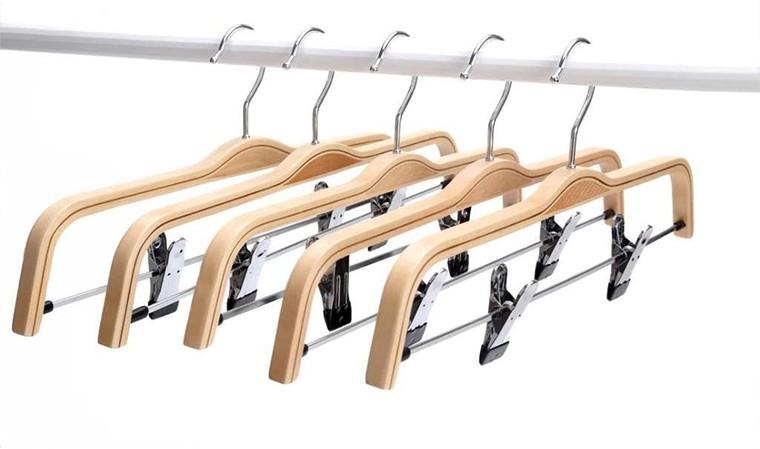 Cabide para calças de compensado laminado com clipes