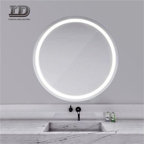 Okrugla kupaonica je osvijetlila ogledalo od ispraznosti