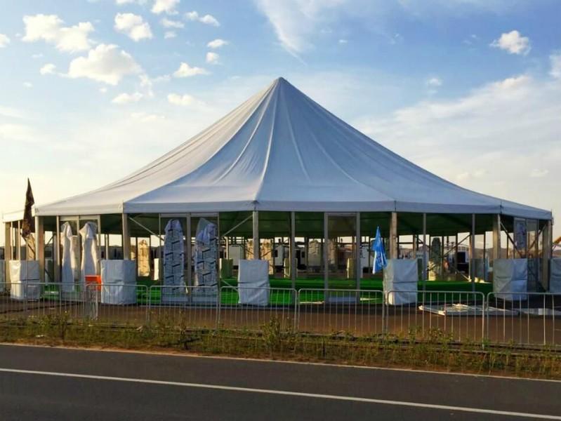 خيمة عالية متعددة الجوانب