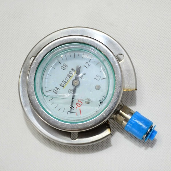 Ammonia belt side seismic pressure gauge