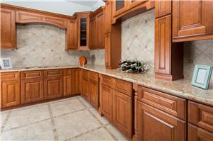Maple Mocha Solidwood Kitchen Cabinet