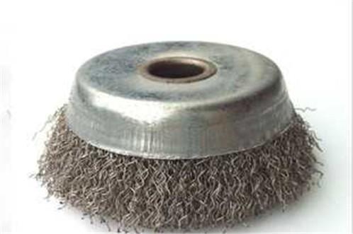 Caractéristiques et utilisations de brosses en acier à ressort