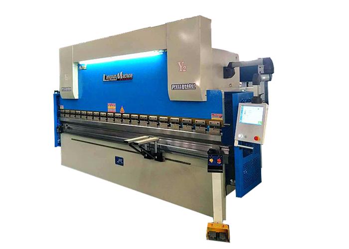 Máquina dobladora CNC