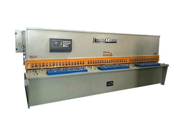 Cizalla hidráulica de 4 x 2500 mm.