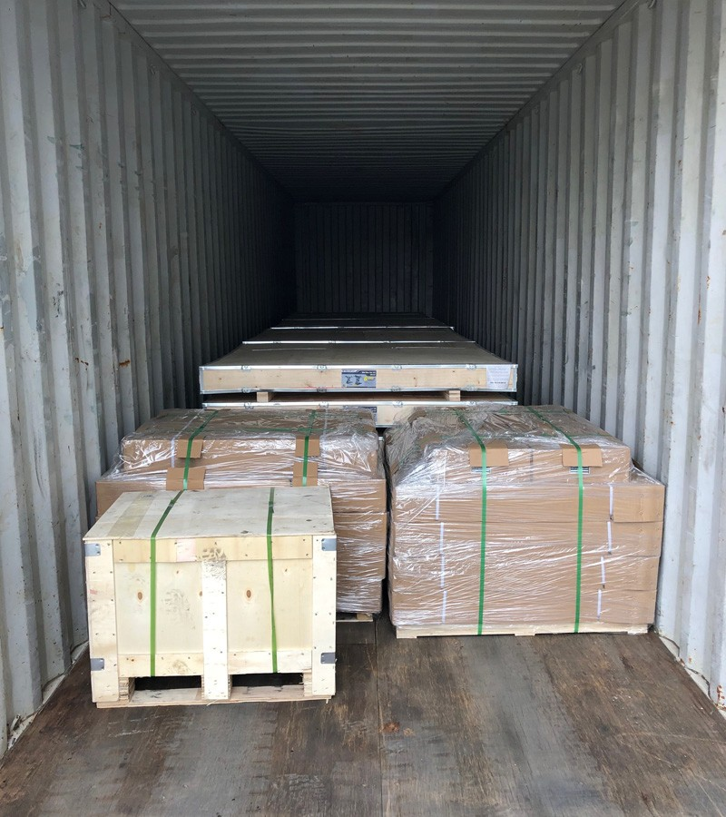 custom metal parts container loading