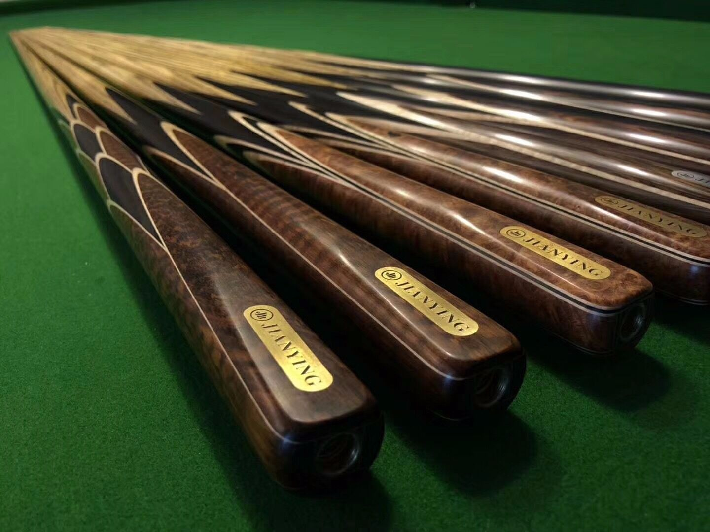 new design handmade cues ,the design is very beautiful