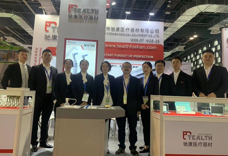 Equipe Tealth na exposição odontológica DenTech Shanghai